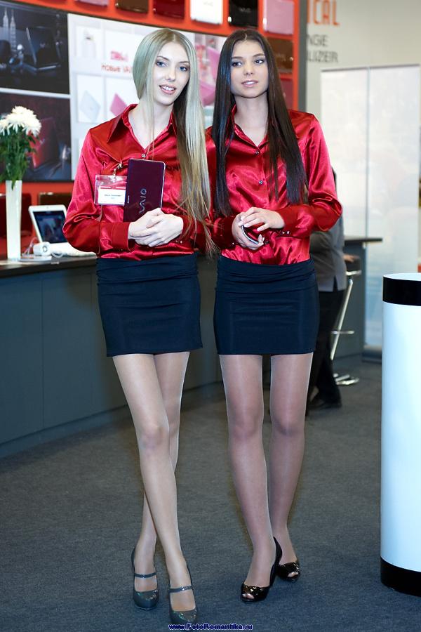 Girls stand Sony :: Эдуард@fotovzglyad