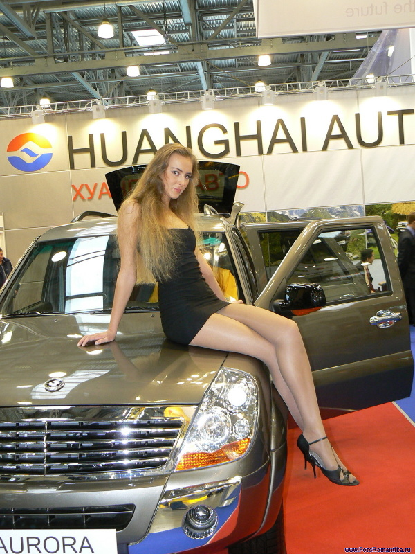 Strict and unapproachable Inga on the stand Huanghai Auto :: Ramzes