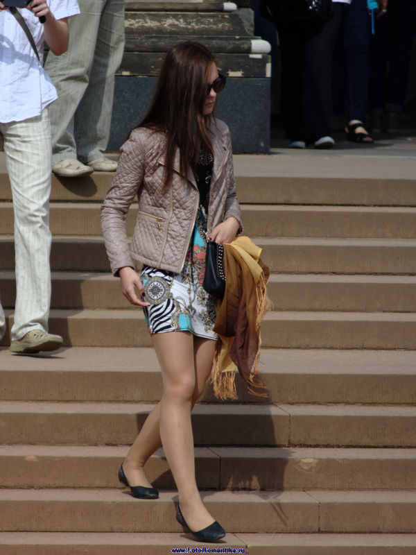 Lovely girl in shiny pantyhose :: Klaus