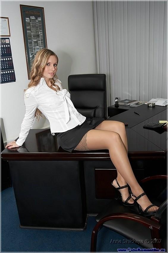 Anna Sinitskaya in the office :: Санек
