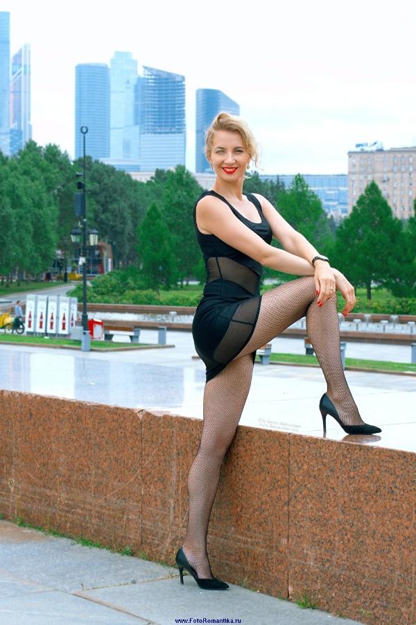 Sveta in Victory Park - little black dress 1 :: Kostya Romantikov