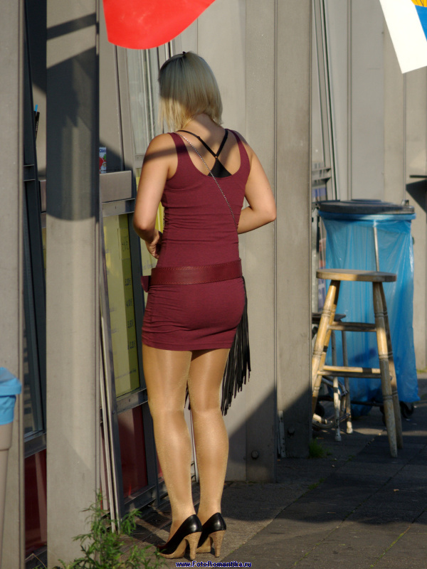 Hot blonde with shiny pantyhose :: Klaus
